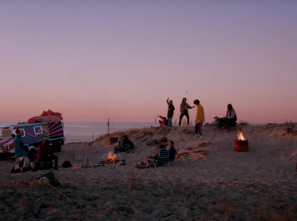 Emotion et photographie d'une amitié pour le dernier clip d'ODEZENNE Au Baccara